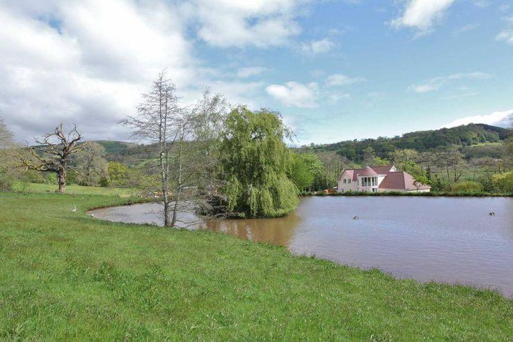 Draethen Farm House Conversion Smarta Taman Gaya Country