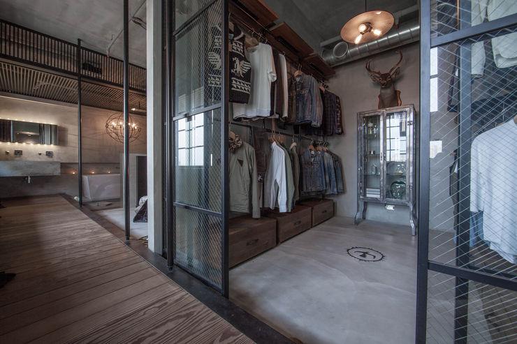 璧川設計有限公司 Industrial style dressing room