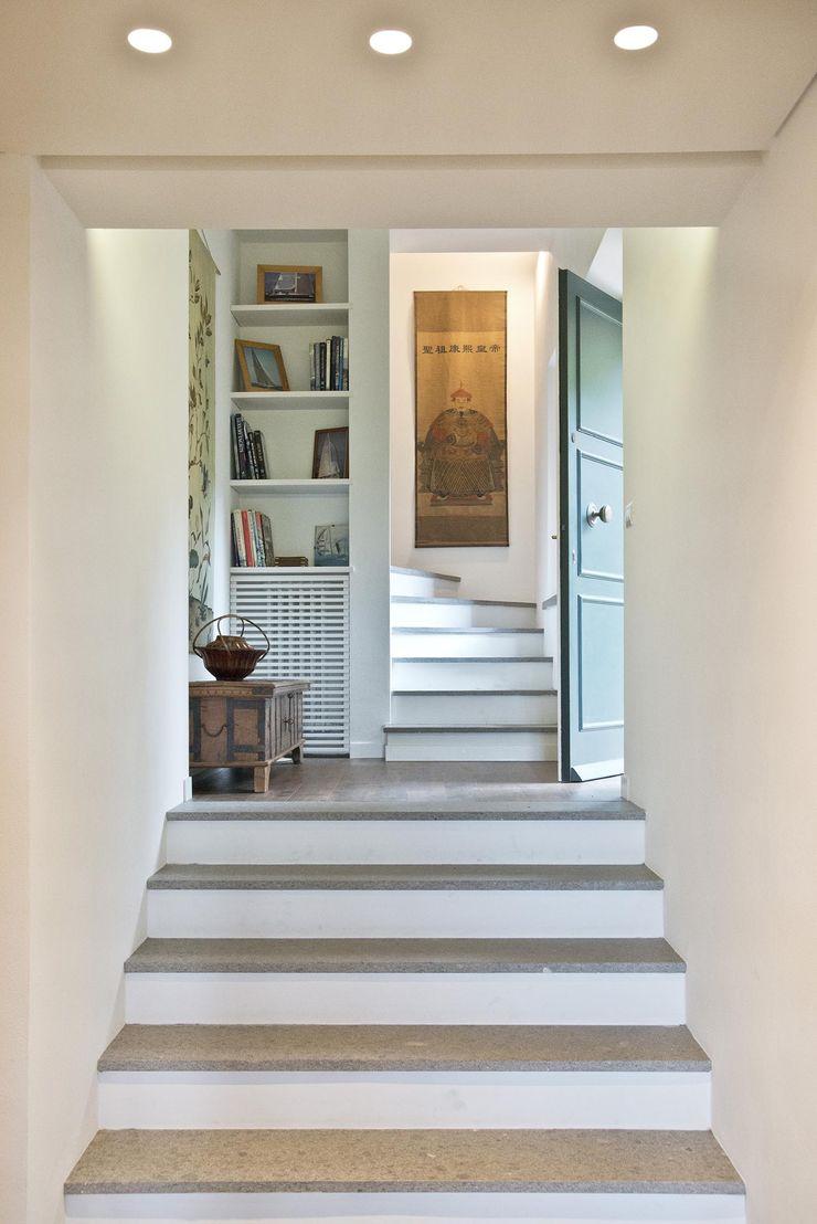GMC_HOME Caterina Raddi Ingresso, Corridoio & Scale in stile minimalista