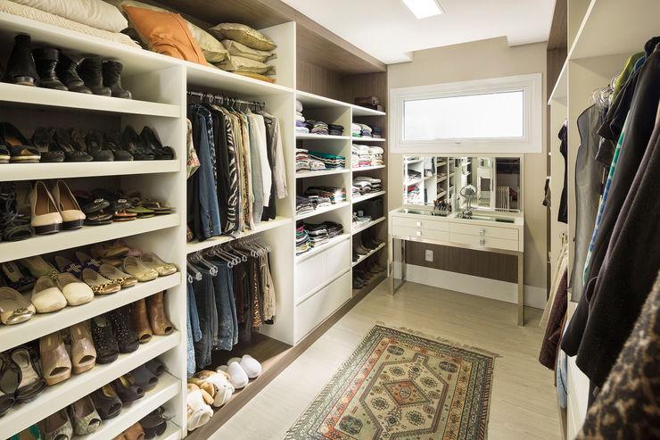 Closet Casal homify Closets clássicos