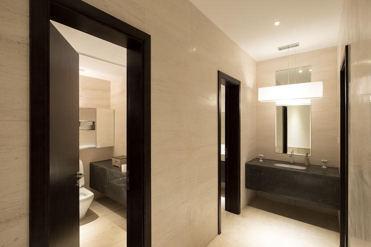 RAW DESIGN STUDIO Modern bathroom