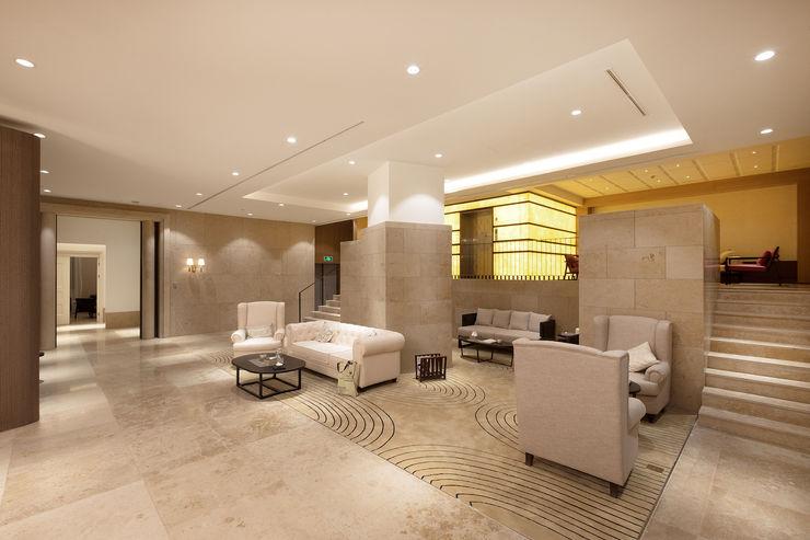 RAW DESIGN STUDIO Modern corridor, hallway & stairs