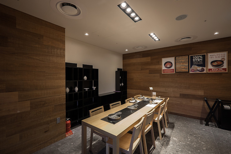 RAW DESIGN STUDIO Modern dining room