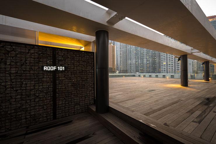 RAW DESIGN STUDIO Modern balcony, veranda & terrace
