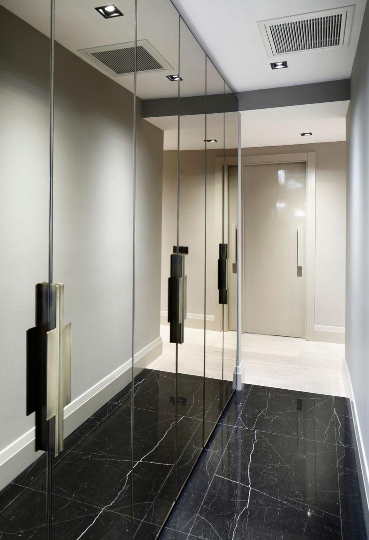 hall Esra Kazmirci Mimarlik Modern corridor, hallway & stairs Black