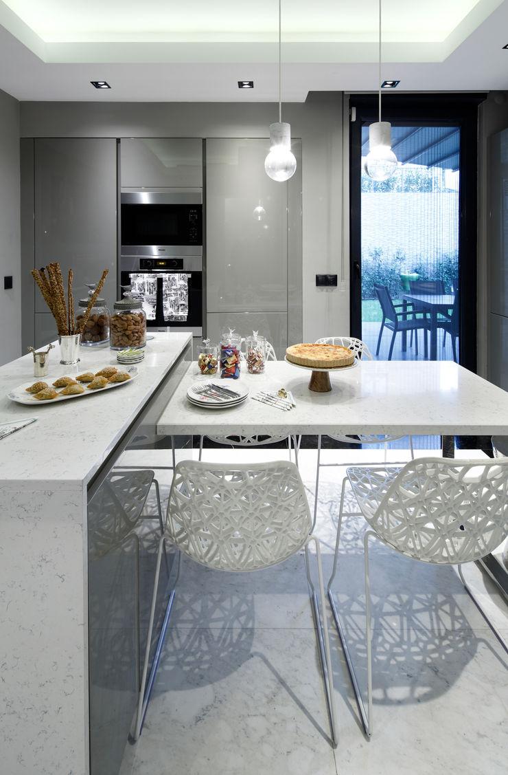 kitchen Esra Kazmirci Mimarlik Modern kitchen White