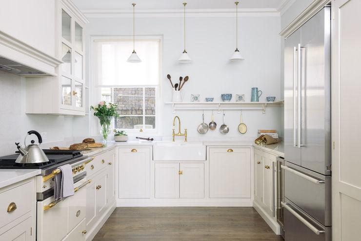 The SW1 Kitchen by deVOL deVOL Kitchens Cocinas de estilo clásico Madera Beige
