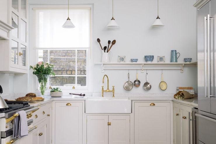 The SW1 Kitchen by deVOL deVOL Kitchens Dapur Klasik Kayu Beige