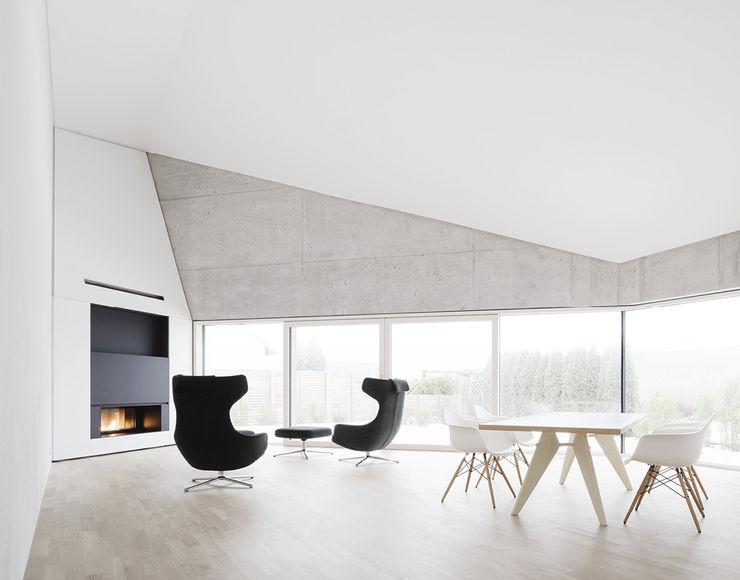 E20 Wohnhaus steimle architekten Minimalistische Wohnzimmer