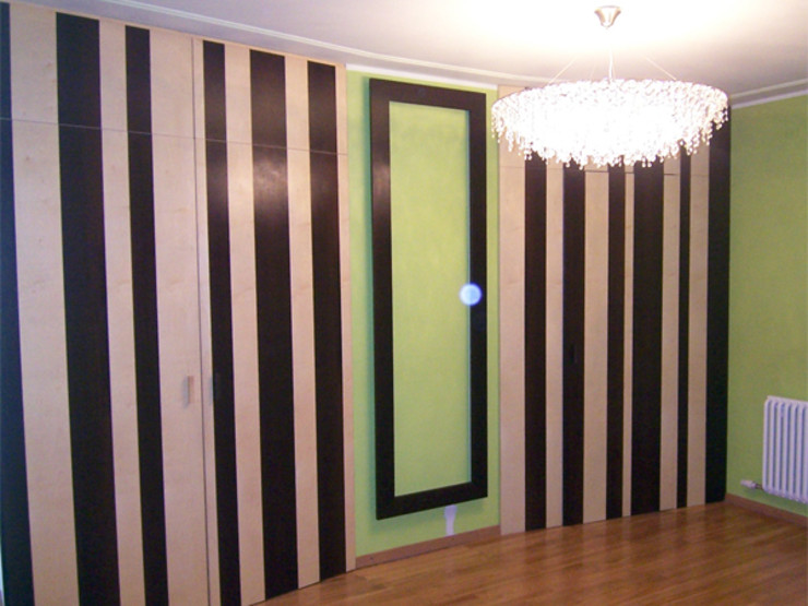 disimpegno con armadi Studio di Architettura Parodo Ingresso, Corridoio & Scale in stile eclettico