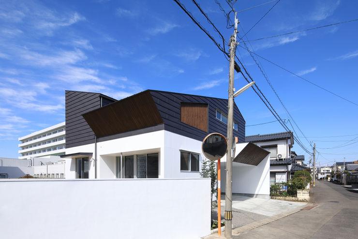 南側外観 ㈱ライフ建築設計事務所 モダンな 家