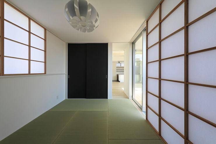 客間 ㈱ライフ建築設計事務所 モダンデザインの 多目的室