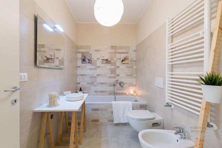 Appartamento campione in cantiere Home Staging & Dintorni Bagno in stile scandinavo