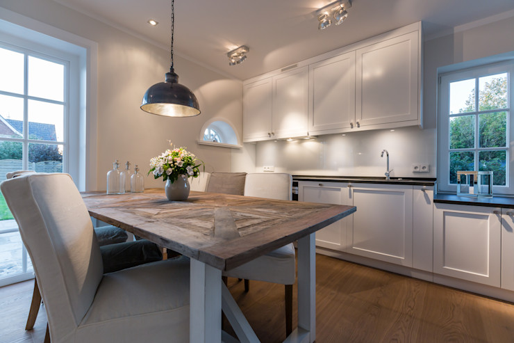 Home Staging Sylt GmbH Nowoczesna jadalnia