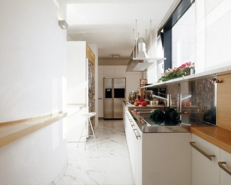 Ristrutturazione appartamento Como Cappelletti Architetti Cucina moderna Marmo Bianco