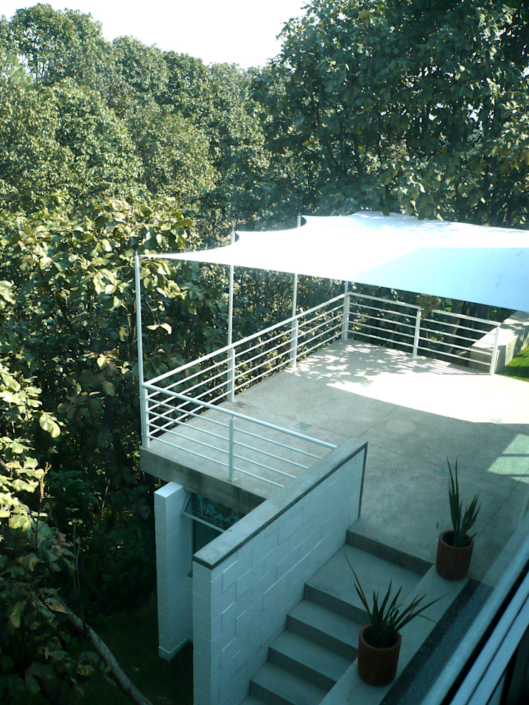 Can HeL Taller A3 SC Balcones y terrazas de estilo moderno Hierro/Acero Blanco