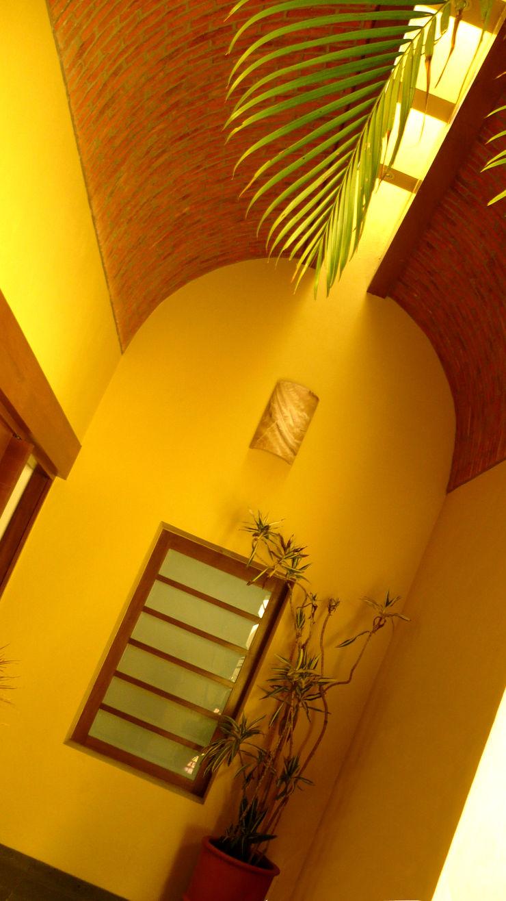 Can SeV Taller A3 SC Pasillos, vestíbulos y escaleras de estilo moderno Piedra Amarillo
