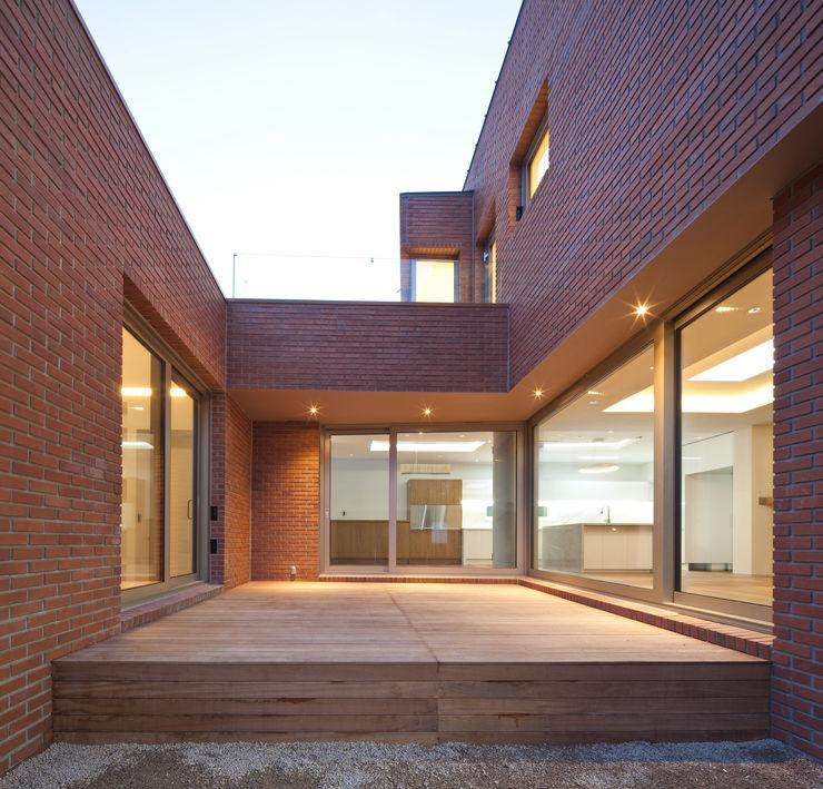 남기봉건축사사무소 Modern houses