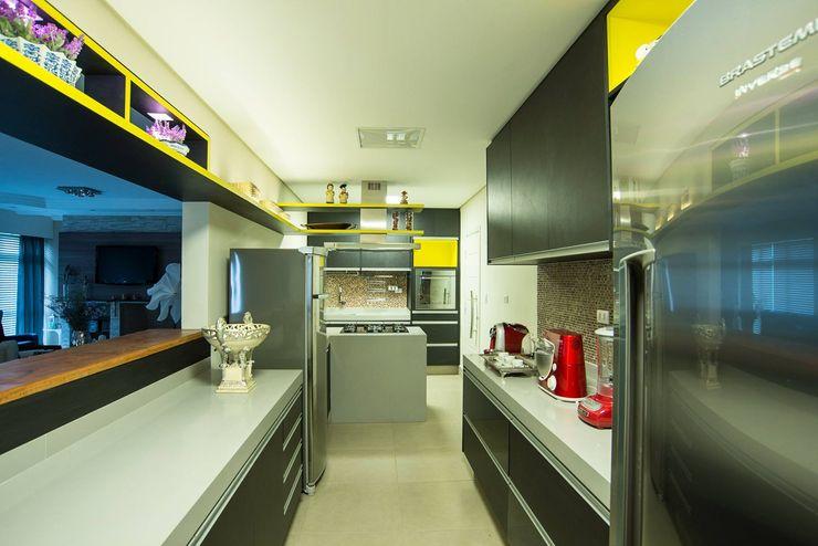 Nadia Takatama arquitetura e interiores Modern Kitchen