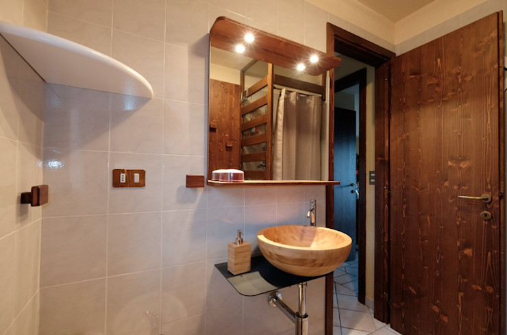 architetto Davide Fornero Country style bathroom Wood Beige