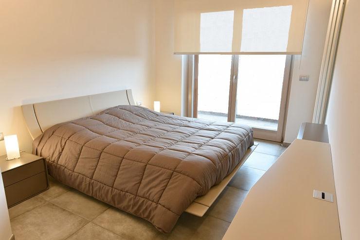 appartamento C+G – 2015 architetto Davide Fornero Camera da letto moderna Ceramica Beige