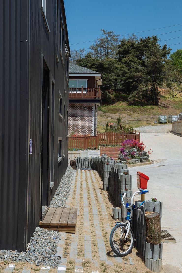 구름집 02-338-6835 Moderne Häuser Metall Schwarz