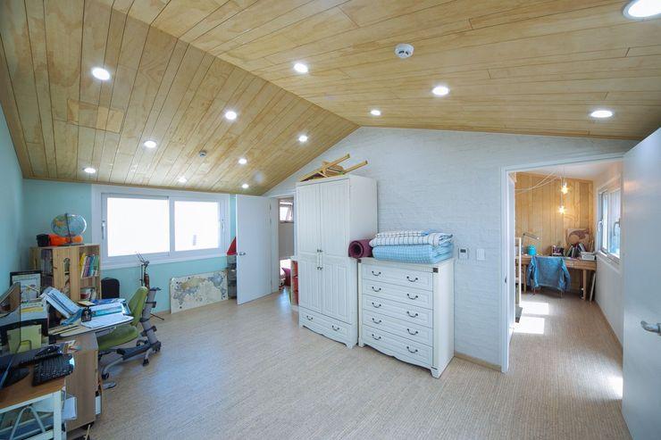 구름집 02-338-6835 Moderne Schlafzimmer Holznachbildung