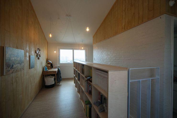 구름집 02-338-6835 Moderne Arbeitszimmer Holz Holznachbildung