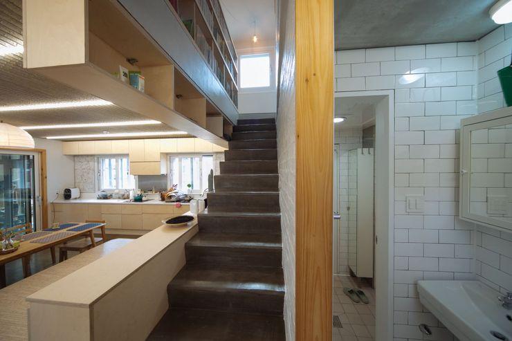 구름집 02-338-6835 Moderner Flur, Diele & Treppenhaus Beton Grau