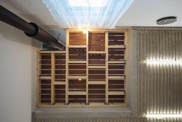 구름집 02-338-6835 Moderner Balkon, Veranda & Terrasse Holz Holznachbildung