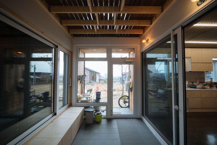 구름집 02-338-6835 Moderner Flur, Diele & Treppenhaus Holz Holznachbildung