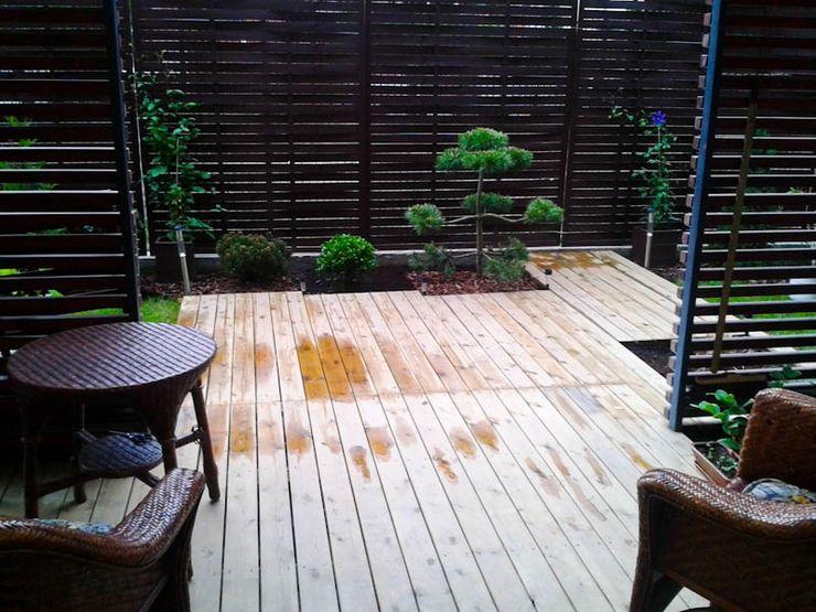 The Peaceful Gardens Jardins modernos de madeira e plástico Azul