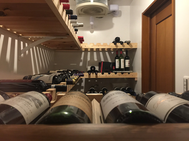 ワインセラー内部 合同会社 栗原弘建築設計事務所 モダンなレストラン 木 白色