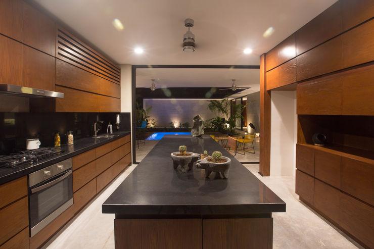 FGO Arquitectura Modern kitchen Wood