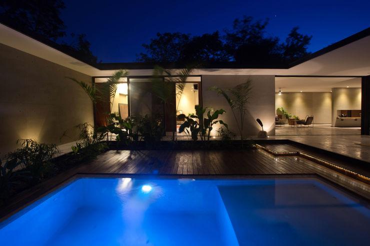 FGO Arquitectura Modern pool Concrete