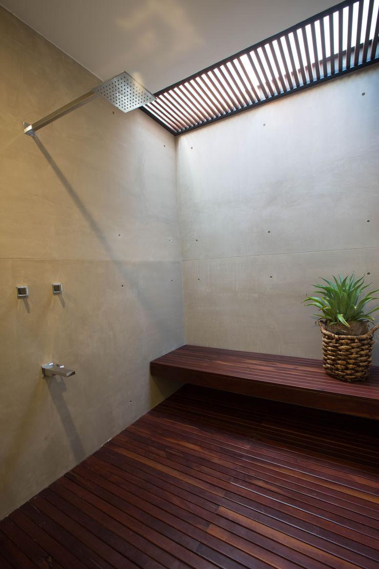 FGO Arquitectura Modern bathroom Wood