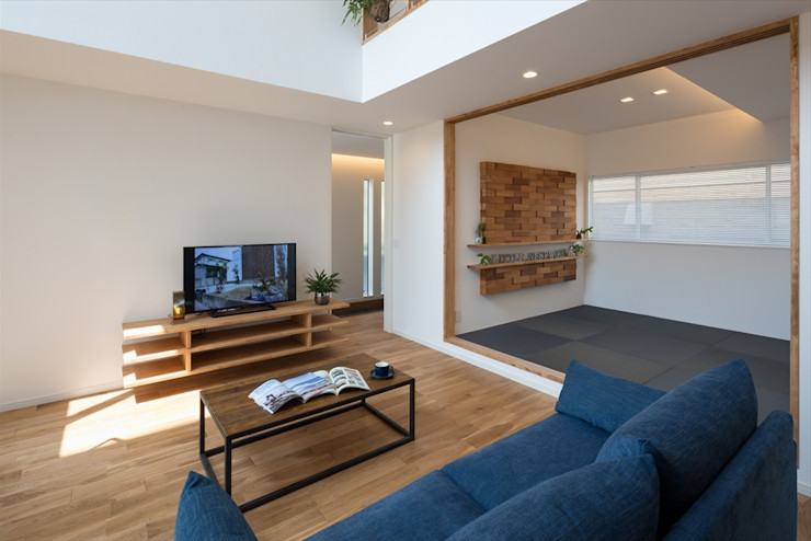リビング・和室 LITTLE NEST WORKS モダンデザインの 多目的室 灰色