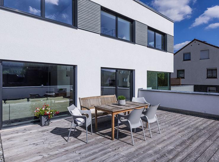 KitzlingerHaus GmbH & Co. KG Modern Terrace Engineered Wood White