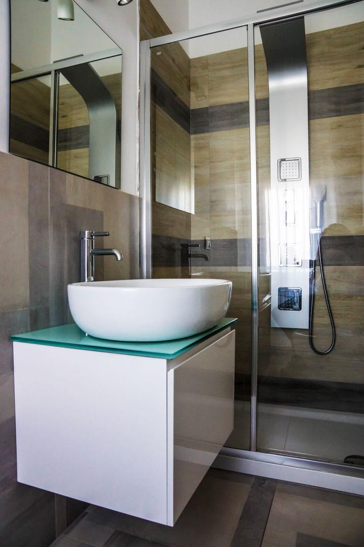 Polihouse Luca Bucciantini Architettura d' interni Bagno minimalista