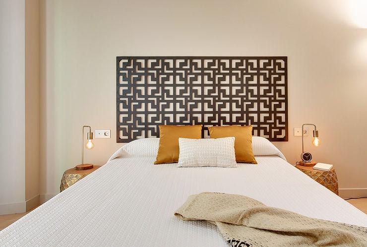 Master bedroom Markham Stagers Modern Bedroom Amber/Gold