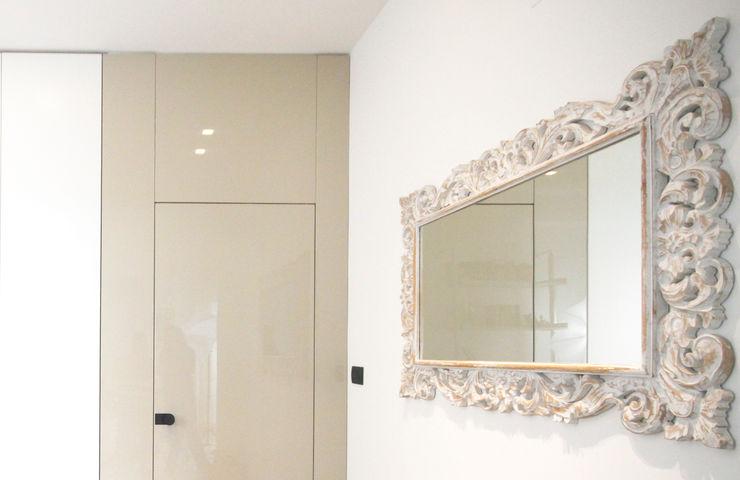 CASA C&A Andrea Orioli Ingresso, Corridoio & Scale in stile minimalista Legno composito Beige