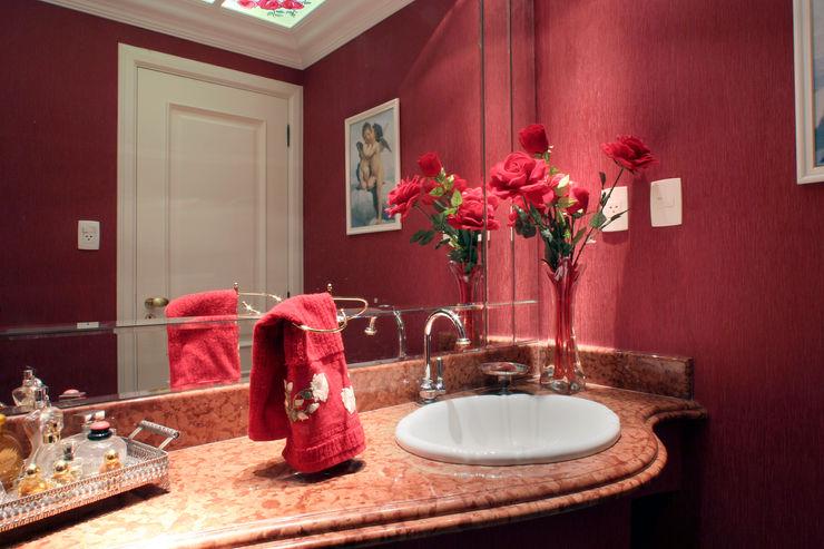 Eustáquio Leite Arquitetura Classic style bathrooms