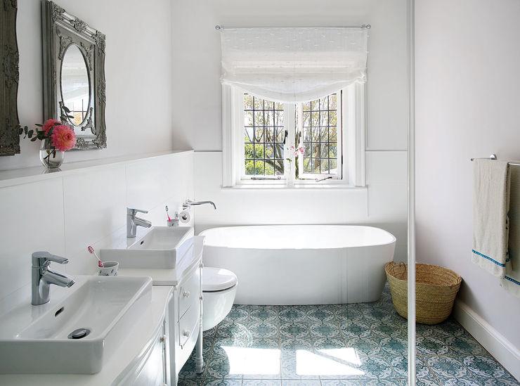 Natalie Bulwer Interiors Klassieke badkamers Wit