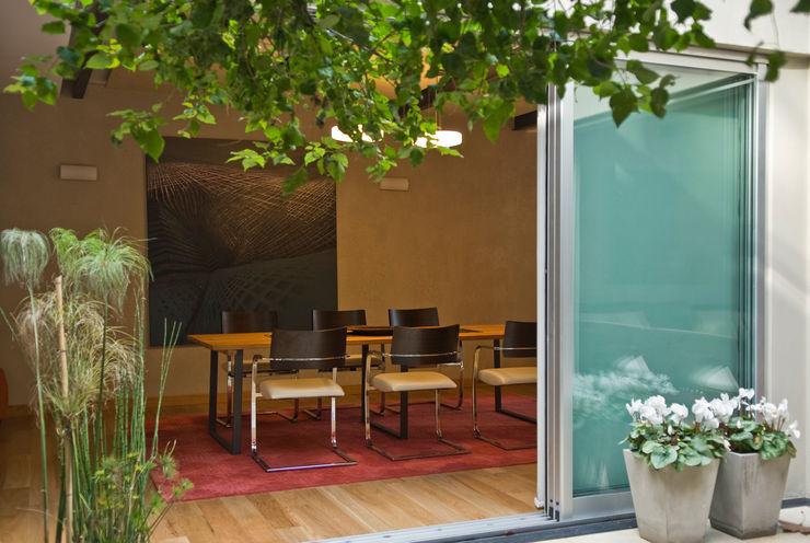 CASA EN PALERMO ARQUITECTA MORIELLO Balcones y terrazas modernos: Ideas, imágenes y decoración