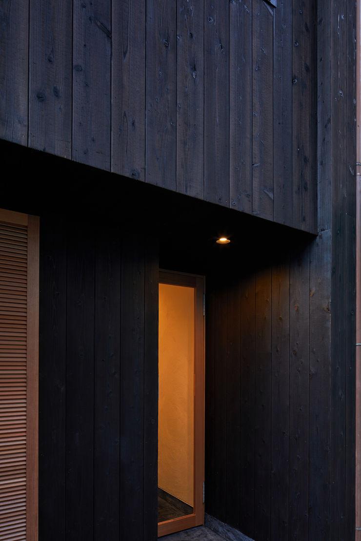 一級建築士事務所 こより Modern houses Wood Black