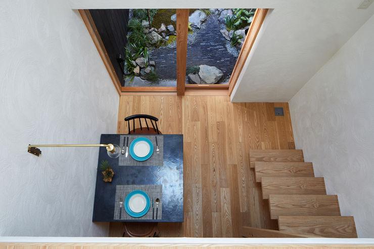 一級建築士事務所 こより Living room Multicolored