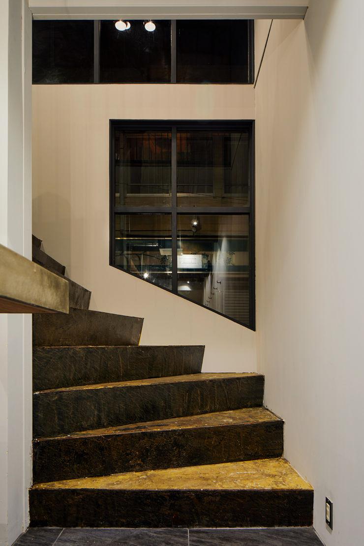 一級建築士事務所 こより 走廊 & 玄關 Multicolored