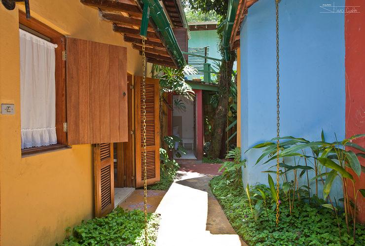 SET Arquitetura e Construções Коридор, прихожая и лестница в тропическом стиле
