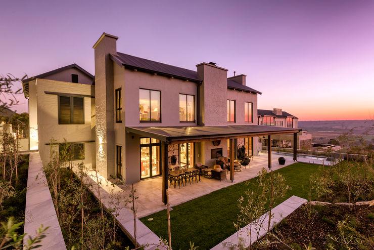 Private Residence, Steyn City, Fourways, Gauteng Gelding Construction Company (PTY) Ltd Modern houses
