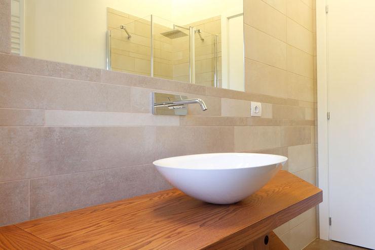 Bagno - Dettaglio del lavabo Daniele Arcomano Bagno moderno Legno